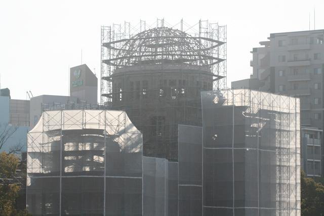 IMG_9343 原爆ドーム メンテ中 W