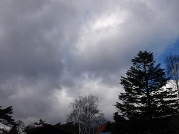 わきあがる黒雲