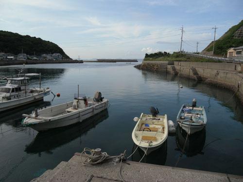綺麗な海の漁港