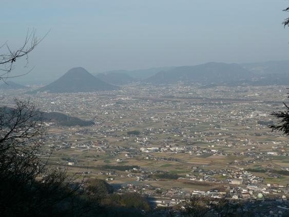 左の方にぽっこり出てる山は讃岐富士と呼ばれてます