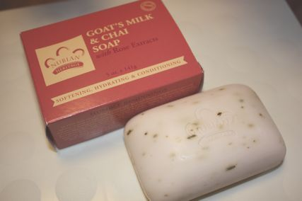 Nubian Heritage, Goat's Milk & Chai Soap with Rose Extracts, 1