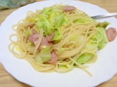 キャベツとソーセージのスパゲティ