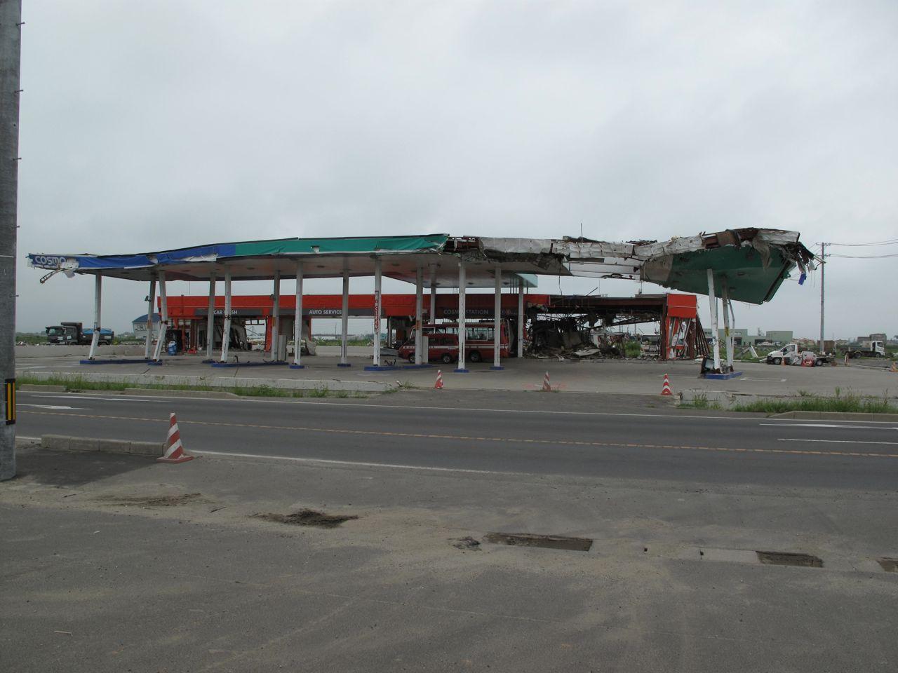 破壊されたガソリンスタンド