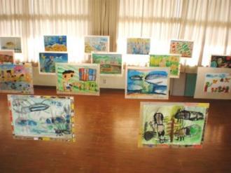 子ども絵画工作教室作品展会場風景