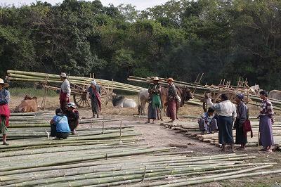 浮畑用支柱竹の売買(ナンパン市場)