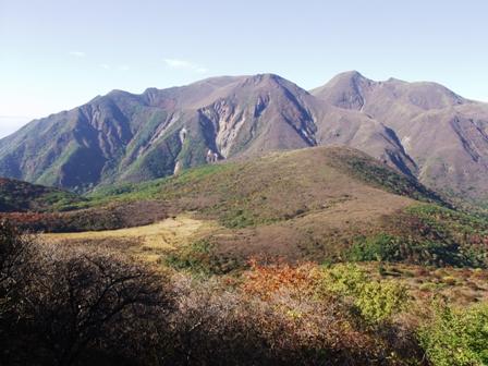 登山途中からの九重連山P1011010