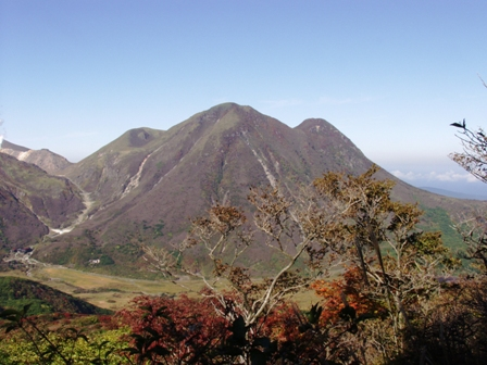 登山途中からの三俣山P1011011