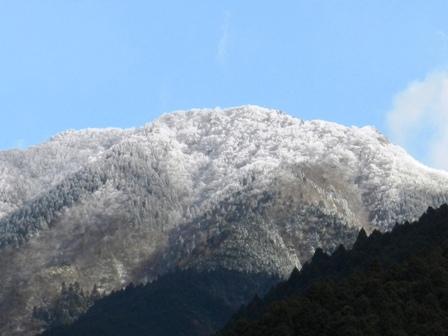 冠雪・皿ヶ嶺と周辺の山々 2