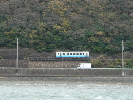 肱川 と キハ32形気動車 1