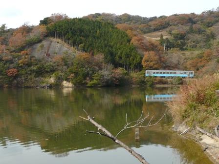 三秋の大池 キハ54形 1