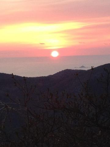 硯上山の山頂から望む初日の出