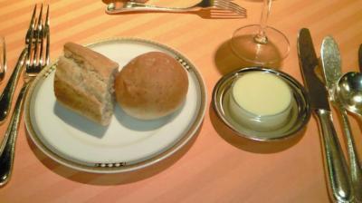 ③パンとバター