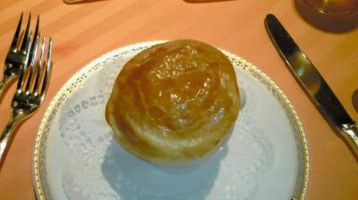 ⑤コンソメと三種の茸のパイ包み焼き