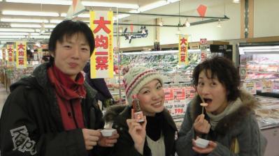 左から健次くん、結ちゃん、貴子さん(試食会にて)