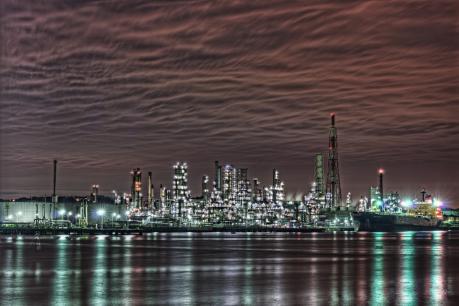 新日本石油精製 根岸製油所の夜景