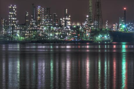 新日本石油精製根岸製油所の夜景