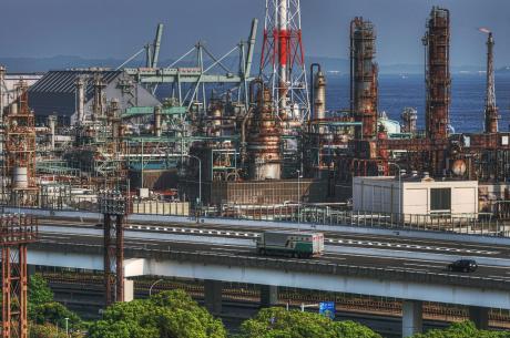 三渓園からの新日本石油精製根岸製油所