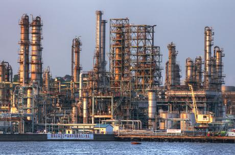 新日本石油精製 根岸製油所の夕景未満