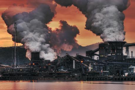 番の州三菱化学の爆煙