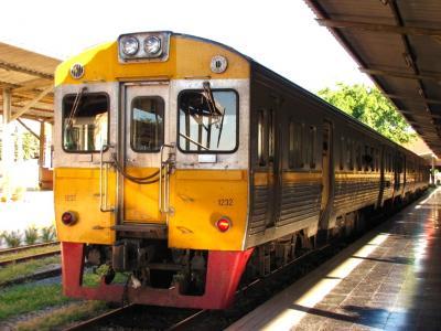 3両編成3等列車@チェンマイ~ピッサヌローク