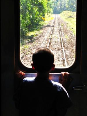 列車は子どもの夢を乗せて…@チェンマイ~ピッサヌローク