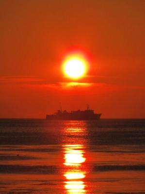 フェリーに陽が落ちる@ノシャップ岬