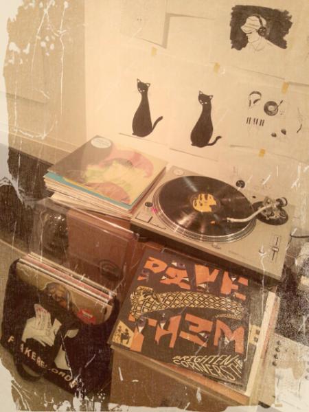 黒猫とレコード盤
