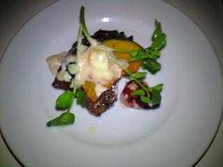牛ロース肉のグリル エスプレッソと黒トリュフの赤ワインソース アフォガード仕立て