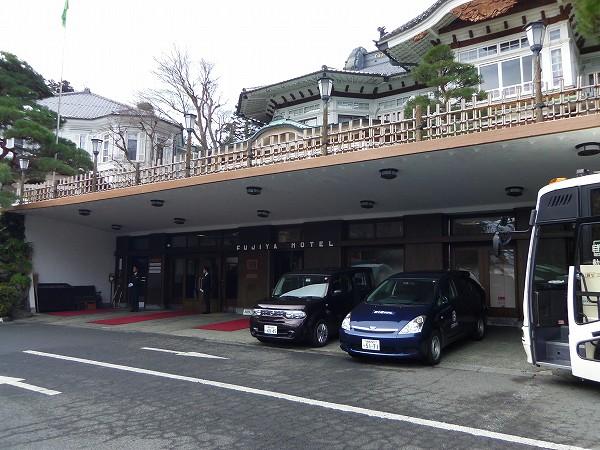 富士屋ホテル玄関20120129