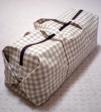 ラミネートのボストンバッグ