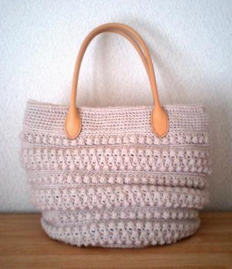 かぎ針編みのニットバッグ