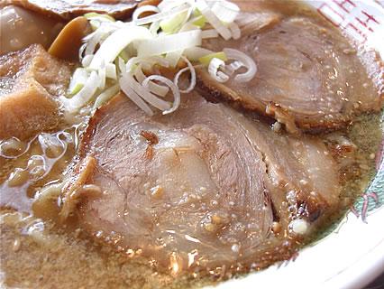麺や ゼットン バラそば(750円)+トッピン具(煮玉子) チャーシュー