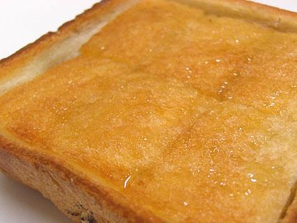 オルブロート東バイパス店 はちみつバタートースト はちみつをのせた後