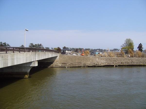 2011空港から対岸