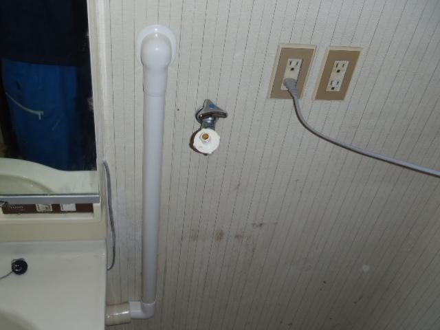 洗面化粧台に給湯管繋ぎ