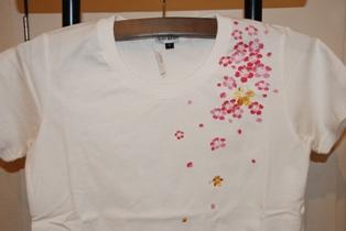 Tシャツ 桜 ホワイト フロント 肩部分