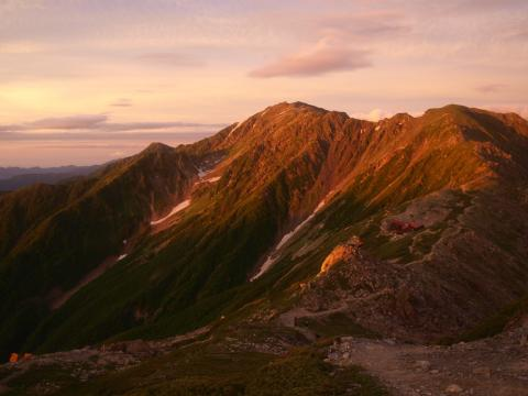 朝焼けの間の岳