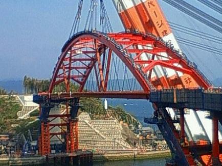 音戸第二大橋アーチ部架橋Apr242011
