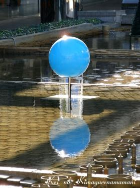 水面に映る球体♪
