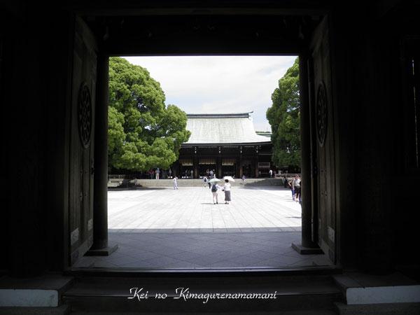 本殿前の門♪