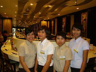 回転寿司のバイト娘たち