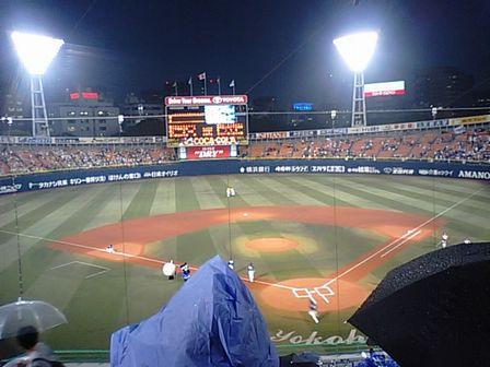 雨の中試合開始!