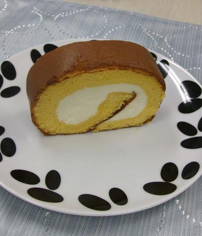 dinos 「チェリーボブ」はちみつロールケーキ