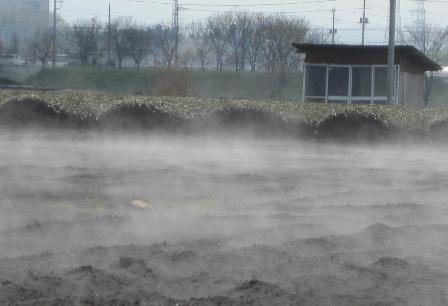 畑から水蒸気