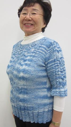 リボンヤーンでの作品です。すべる素材でここまでの模様編みは大変でしたね。
