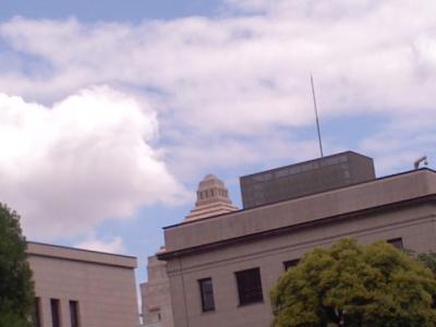 国会議事堂上空20110805縮小