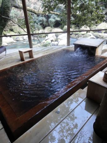 川沿いの露天風呂!