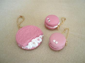 ピンククッキーとマカロン