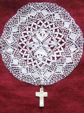 ⑤イギリスのアンティークドイリーと貝の十字架