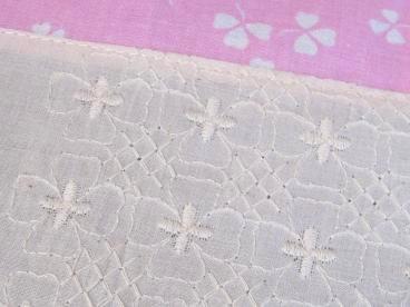 ⑤四つ葉の刺繍と三つ葉のアンティーク生地
